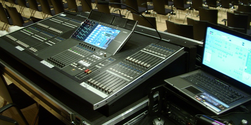 im Tourneebetrieb mit der Konzertdirektion Landgraf seit 2009